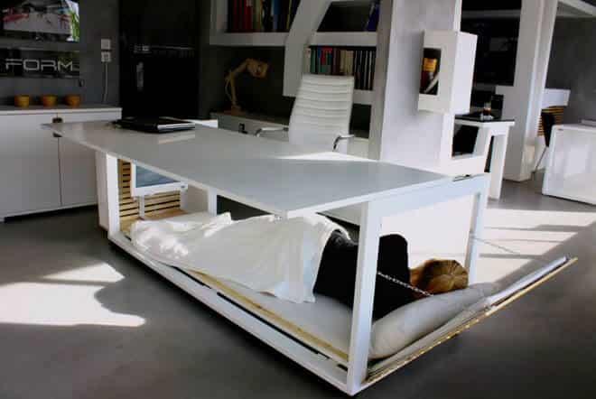 La scrivania che diventa letto è servita